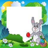 Ostern-Feld mit Häschen und Eiern Lizenzfreie Stockfotos
