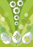 Ostern-Frühlingsdekoration mit Papier schnitt Ei und Blumen auf grünem Hintergrund Stockfoto