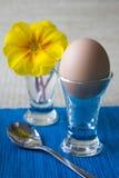 Ostern-Frühstück mit Blume lizenzfreie stockfotos