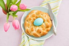 Ostern-Frühstückstisch Stockfotos