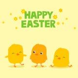 Ostern-Grußkarte mit drei netten Karikaturbabyküken und Text, der fröhliche Ostern sagt Lizenzfreies Stockbild