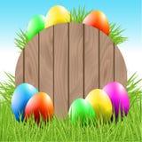 Ostern-Hintergrund mit Eiern und Gras Stockfotos
