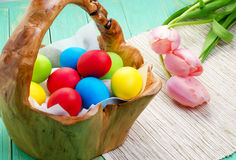 Ostern-Korb mit Eiern Lizenzfreies Stockfoto