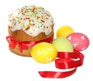 Ostern-Kuchen mit Band (Bild mit Beschneidungspfad) Stockbild