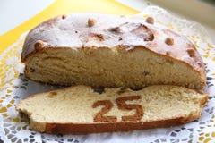 Ostern-Kuchen mit Nr. 25 diente auf Platte Lizenzfreies Stockbild