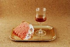 Ostern-Kuchen mit Vereisungei, -rosine und -wein Stockfoto