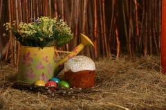 Ostern-Kuchen und Eier Lizenzfreie Stockfotografie