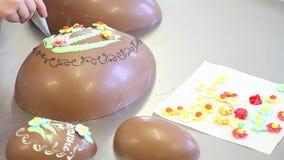 Ostern-Schokoladenei-Handpatissierverzierung