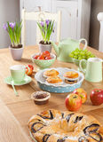 Ostern-Tabelleneinstellungen Lizenzfreies Stockfoto