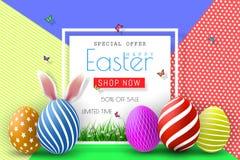 Ostern-Verkaufs-Illustration mit Farbe gemaltem Ei und Typografie-Element auf abstraktem Hintergrund Vektor-Feiertags-Design-Scha Stockfoto