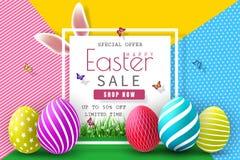 Ostern-Verkaufs-Illustration mit Farbe gemaltem Ei und Typografie-Element auf abstraktem Hintergrund Vektor-Feiertags-Design-Scha Lizenzfreies Stockbild