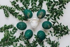 Ostern-Zusammensetzung mit gemalten Eiern lizenzfreies stockfoto
