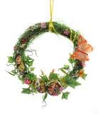 Osternwreath der künstlichen Blumen und der Blätter Lizenzfreie Stockfotos