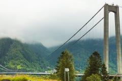 Osteroy zawieszenia most w Norwegia obrazy royalty free