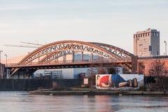 Osthafenbrug in Frankfurt, Duitsland Stock Fotografie