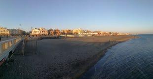 Ostia - överblick av stranden från pir royaltyfria foton