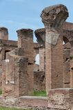 Ostia Antica,意大利- 2009年4月23日-红砖废墟在港口市的考古学站点古罗马是15英里s 免版税库存图片