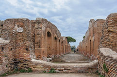 Ostia Antica, een straat van verlaten stad stock foto's