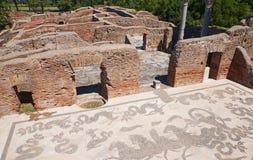 Ostia Antica - mosaïque thermique antique de bain de Neptune Beaux vieux hublots ? Rome (Italie) image libre de droits