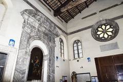 Ostia Antica, Włochy Lipiec 25, 2017: Wewnętrzny widok średniowieczni półdupki Obrazy Royalty Free