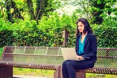 Ostindischer amerikanischer Student, der in New York studiert lizenzfreie stockfotos