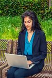 Ostindischer amerikanischer Student, der in New York studiert stockbild