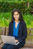 Ostindischer amerikanischer Student, der in New York studiert stockbilder