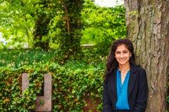 Ostindischer amerikanischer Student, der in New York studiert lizenzfreies stockbild
