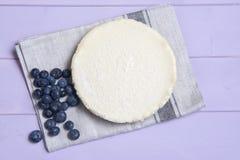 Ostkaka för vanlig vanilj med blåbär Arkivfoton