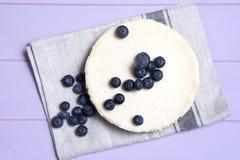 Ostkaka för vanlig vanilj med blåbär Fotografering för Bildbyråer
