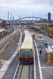 Ostkreuz S-Bahn郊区火车站在柏林,德国 免版税库存照片