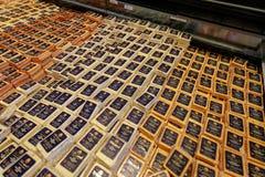 Ostmejeriprodukter på skärm på den Tillamook ostfabriken arkivbild