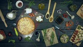 Ostpizza på ekologisk svart bakgrund