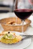 Ostras con el vino Imagenes de archivo