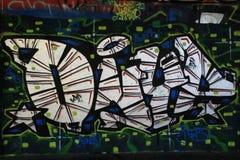 OSTRAVA, REPÚBLICA CHECA - 10 DE ABRIL: Milada Horakova Park desde os anos 90 encheu-se por grafittis abstratos da cor o 10 de ab Foto de Stock