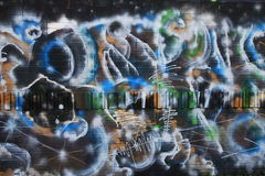 OSTRAVA, REPÚBLICA CHECA - 10 DE ABRIL: Milada Horakova Park desde os anos 90 encheu-se por grafittis abstratos da cor o 10 de ab Fotos de Stock Royalty Free