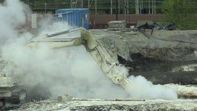 OSTRAVA, republika czech, SIERPIEŃ 28, 2018: Likwidacja remediation wysypisko odpady nafciane i toksyczne substancje zbiory