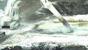 OSTRAVA, republika czech, SIERPIEŃ 28, 2018: Likwidacja remediation wysypisko odpady nafciane i toksyczne substancje zbiory wideo