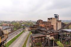 Ostrava Tjeckien - April 17, 2018: Panoramautsikt av det lägre Vitkovice området från bulttornet i Ostrava, tjecktekniker arkivbild