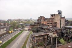 Ostrava Tjeckien - April 17, 2018: Panoramautsikt av det lägre Vitkovice området från bulttornet i Ostrava, tjecktekniker royaltyfri bild