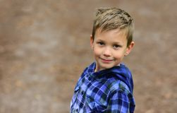 Ostrość na zdrowie Zdrowa chłopiec Chłopiec cieszy się dobre zdrowie Więcej aktywność może ogromnie ulepszać twój zdrowie zdjęcie stock