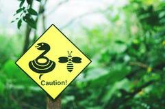 Ostrożność żółty znak Zdjęcie Royalty Free