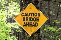 Ostrożność mosta znak zdjęcia royalty free