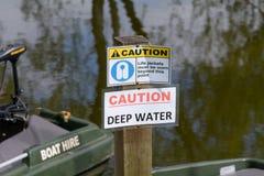 Ostrożność podpisuje oprócz rzeki Obrazy Royalty Free