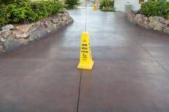 ostrożności podłoga seans znaka ostrzeżenie mokry obraz royalty free