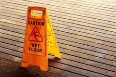 ostrożności podłoga znak mokry Zdjęcia Royalty Free