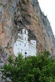 Ostroga jest aktywnym Serbskim Ortodoksalnym monasterem w Montenegro fotografia royalty free