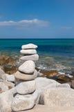 ostrosłupów plażowi kamienie zdjęcie royalty free
