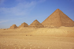 Ostrosłup Menkaure i ostrosłupy queens, Kair Fotografia Stock