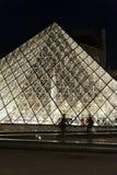 Ostrosłupa Louvre - Paryż zdjęcia stock